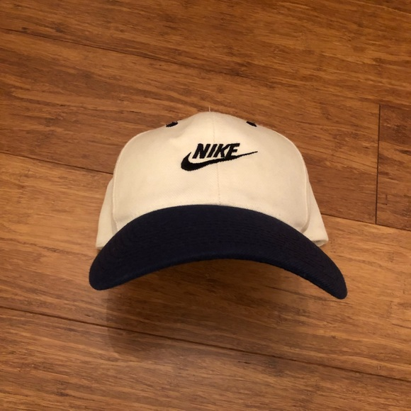 21dfc6b39b402 Vintage Nike Snapback 🔥